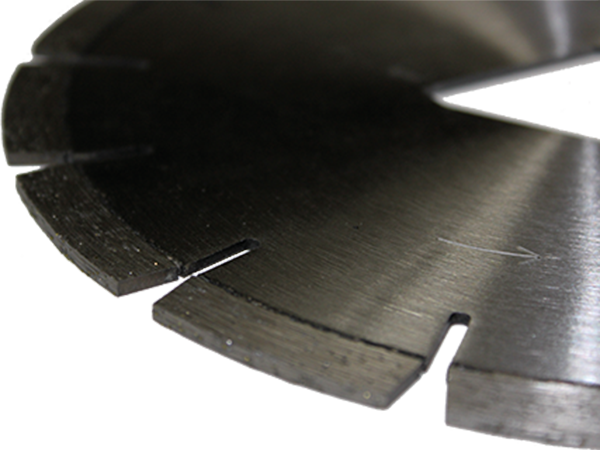 early entry asphalt saw blade closeup